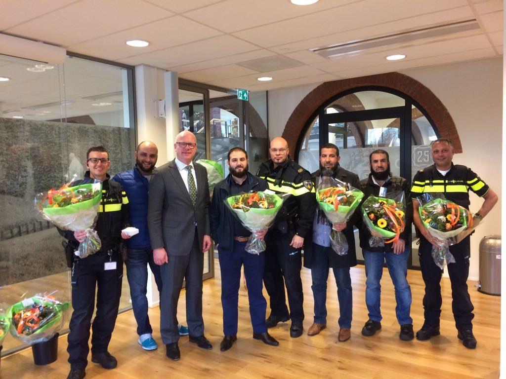 Burgemeester bedankt buurtvaders en politie voor inzet jaarwisseling