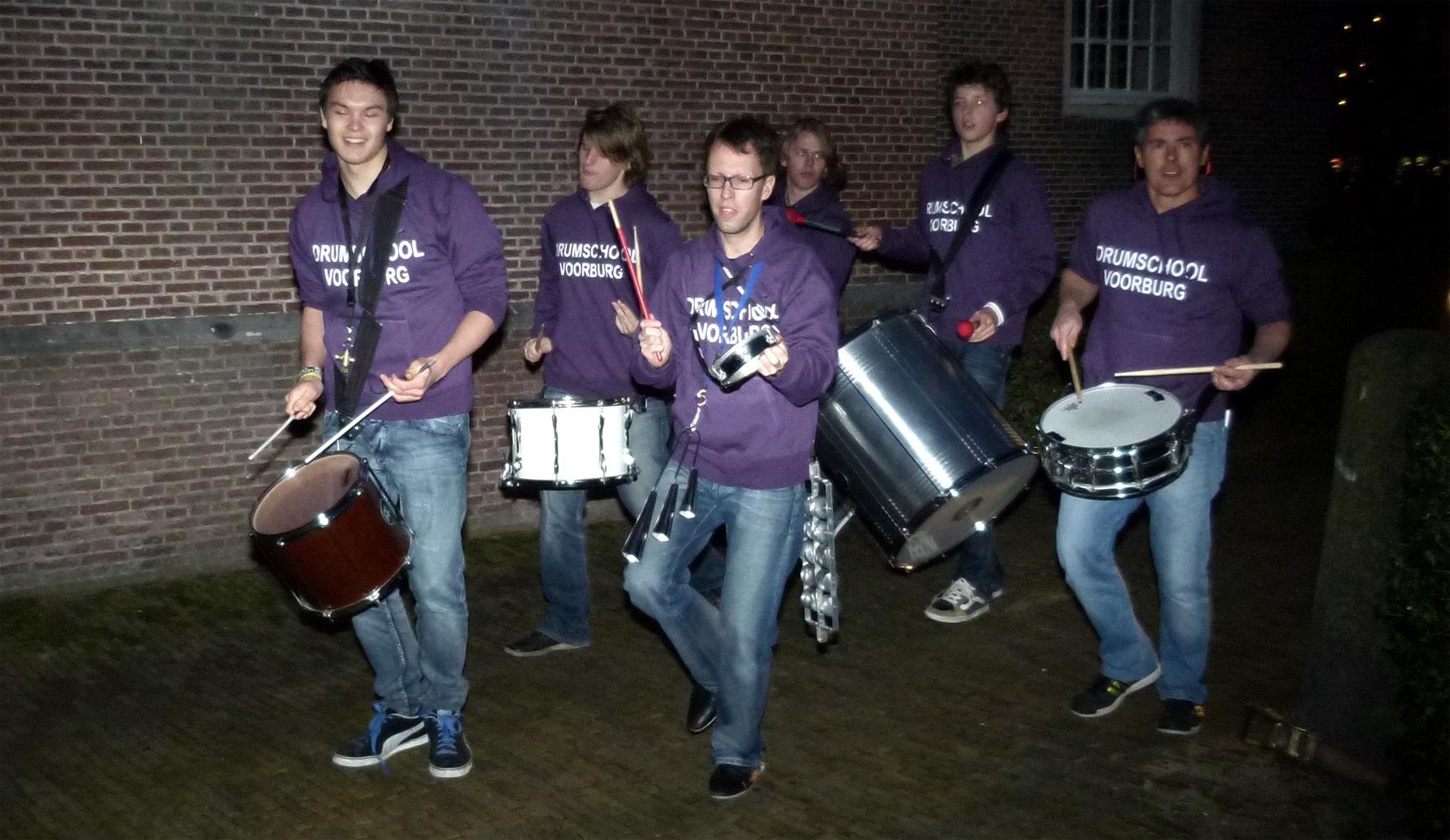 Drumband Kerstboom ontstoken bij de Oude kerk  01