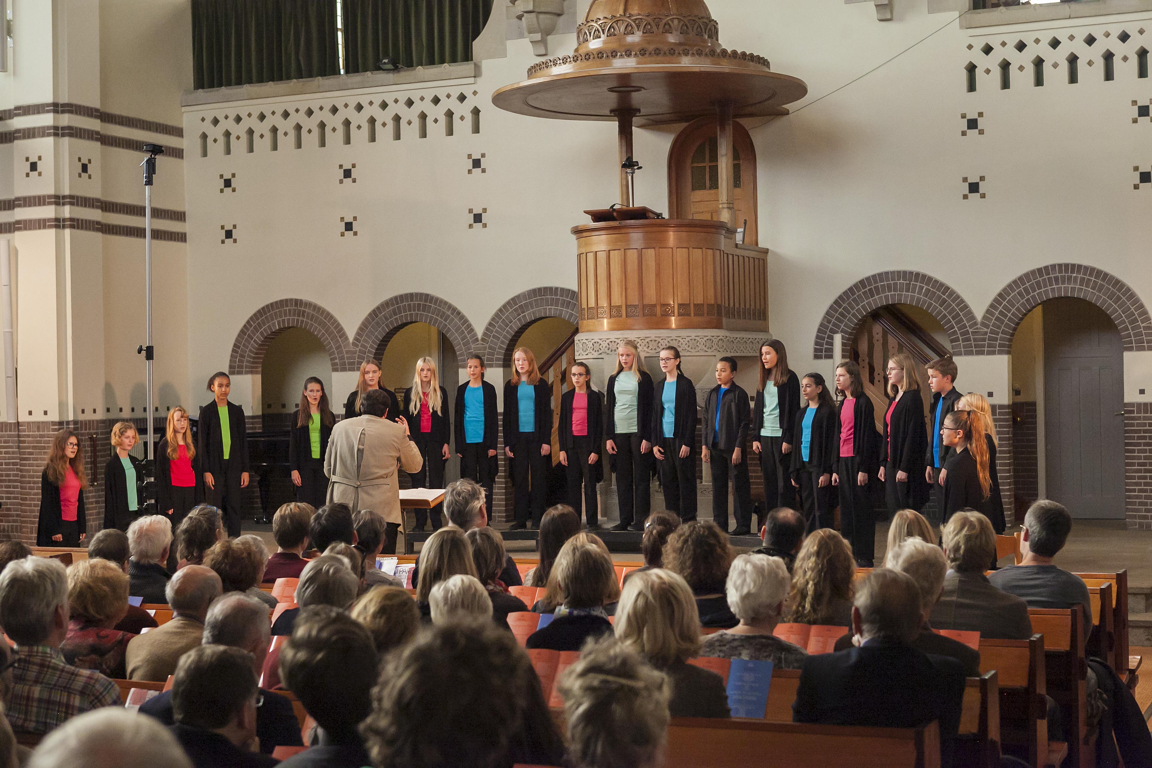 Musicanti in actie tijdens Ici Paris