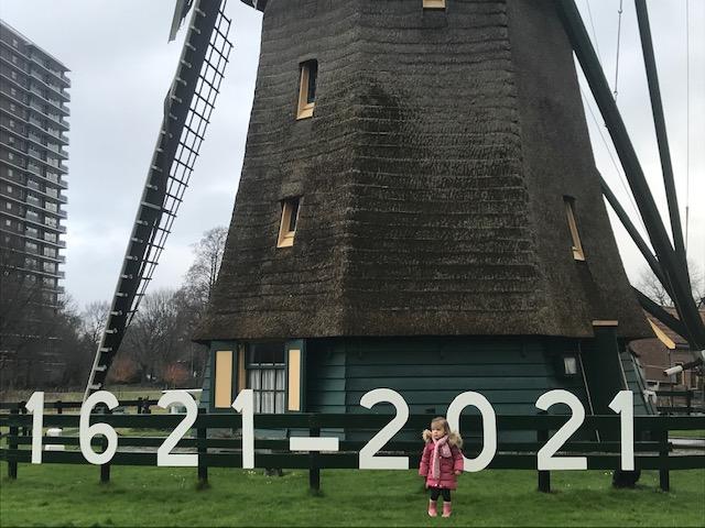 Sarah bij molen IMG_3033